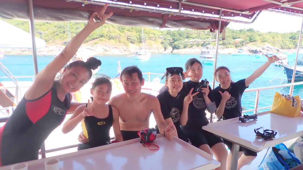 アットプーケットの体験ダイビング集合写真