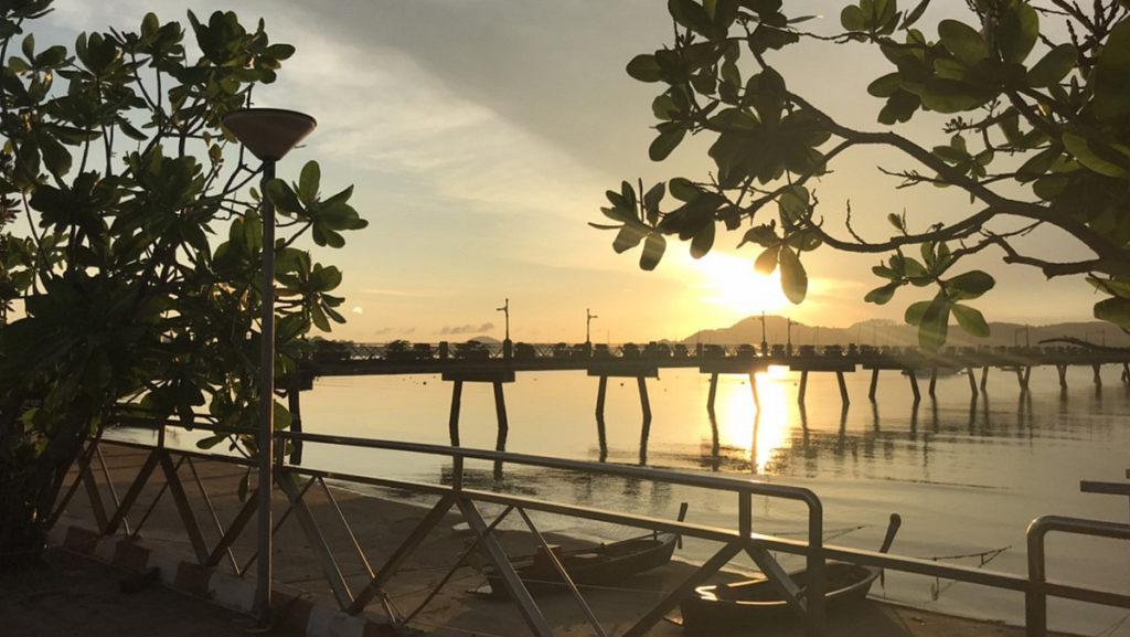 2020/05/26 チャロン港の朝陽