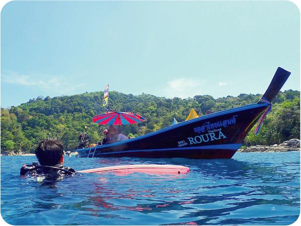 プーケットでロングテールボートを使ってダイビング