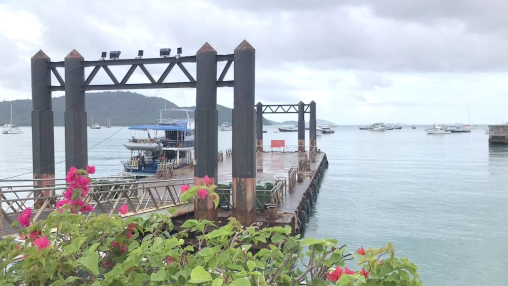 2021/06/16 ボート出港前のチャロン港