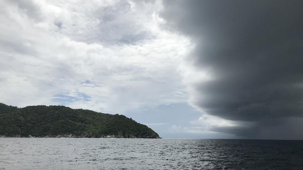 ラチャヤイ島の空